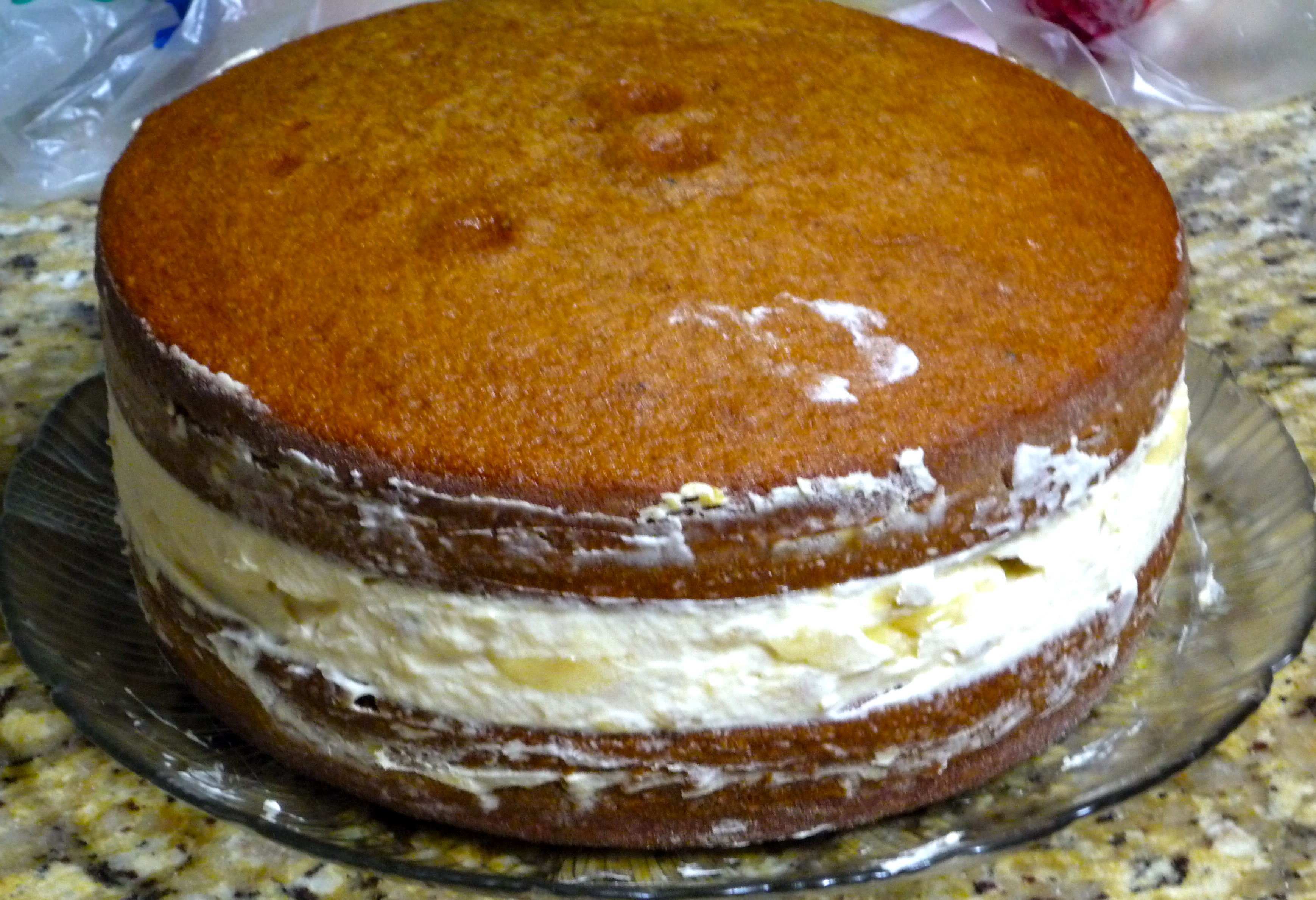 Cake With Cream Filling : Spice Cake with Banana Cream Filling and Caramel ...