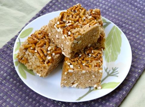 Biscoff Pretzel Rice Krispie Treats2